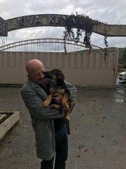 Lucky Çatalcadaki yeni ailesine gidiyor
